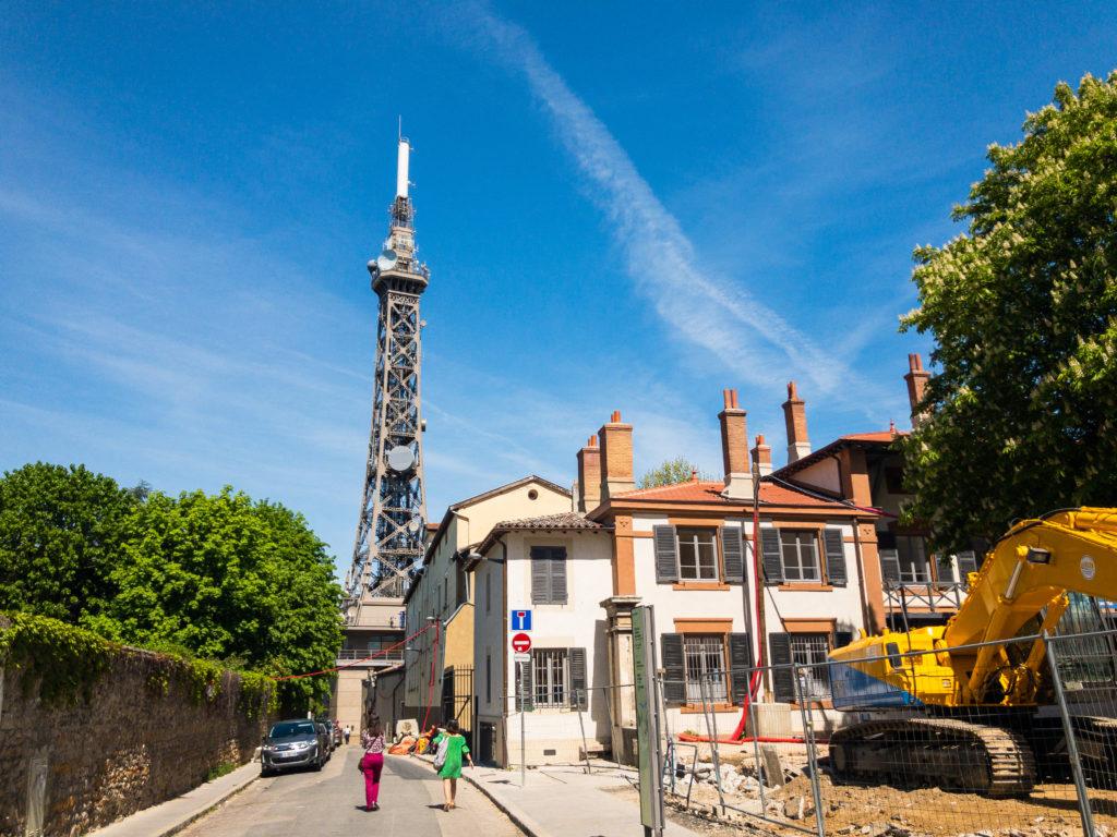 リヨンにあるエッフェル塔のようなテレビ塔