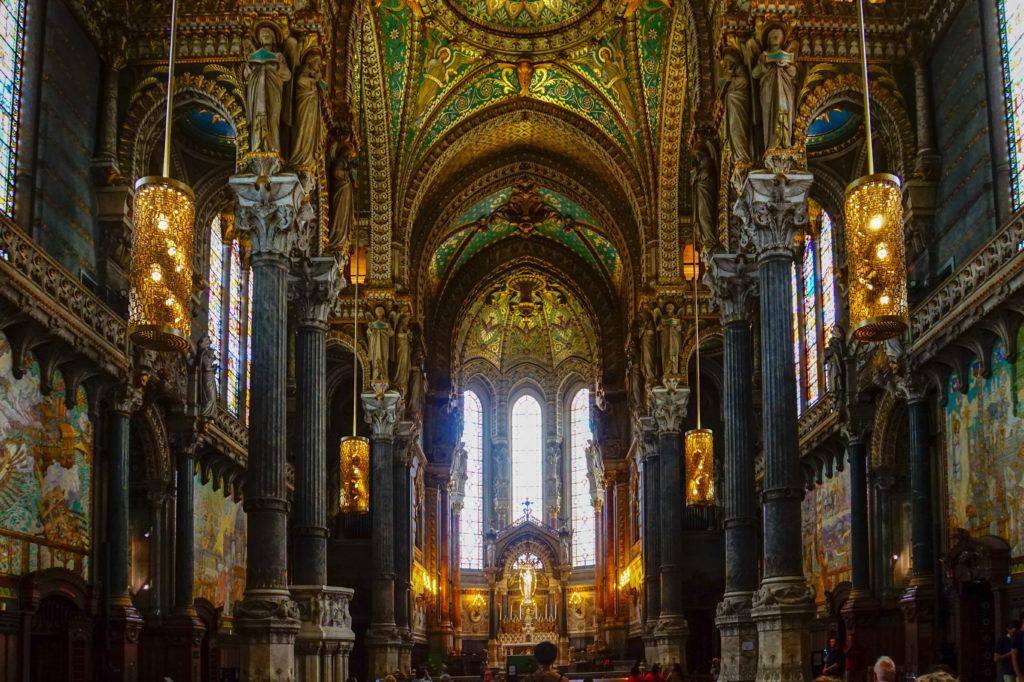 リヨンのノートルダム大聖堂の内装