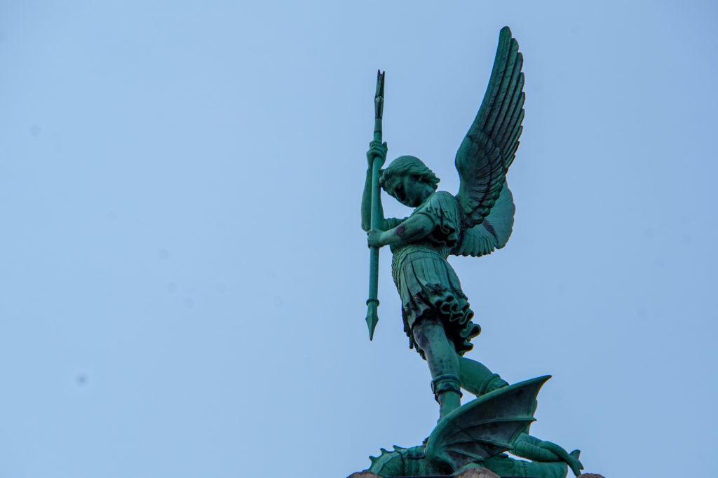 リヨンのノートルダム大聖堂の像