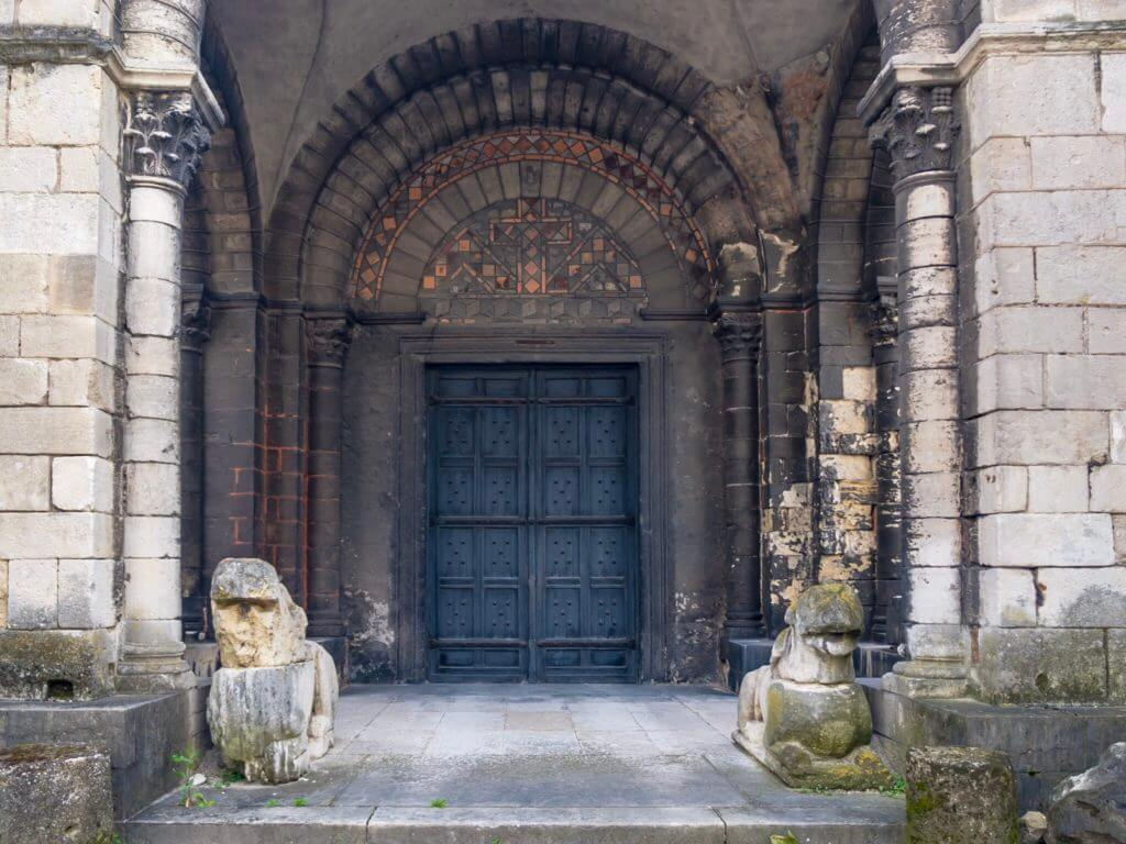 サン・ピエール教会博物館の正面