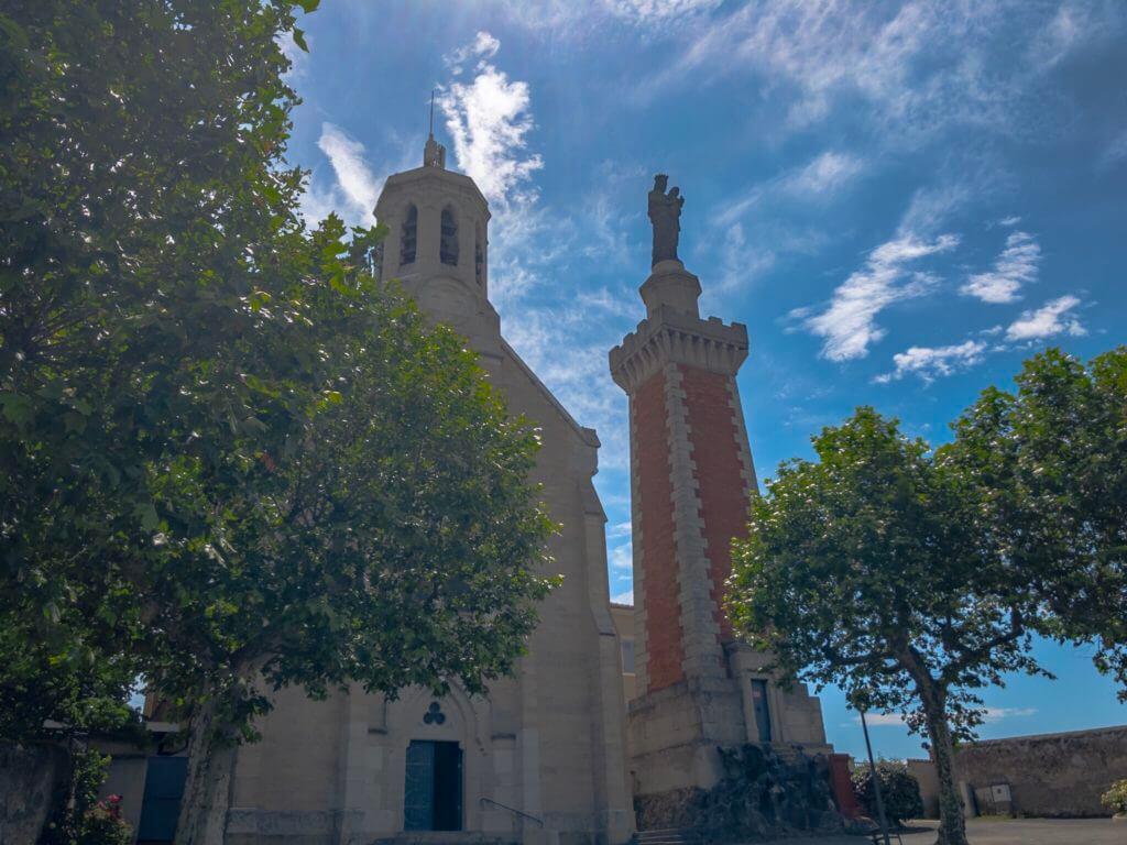 ヴィエンヌのローマ劇場跡の上の教会