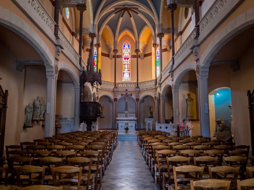 ヴィエンヌのローマ劇場跡の教会内部