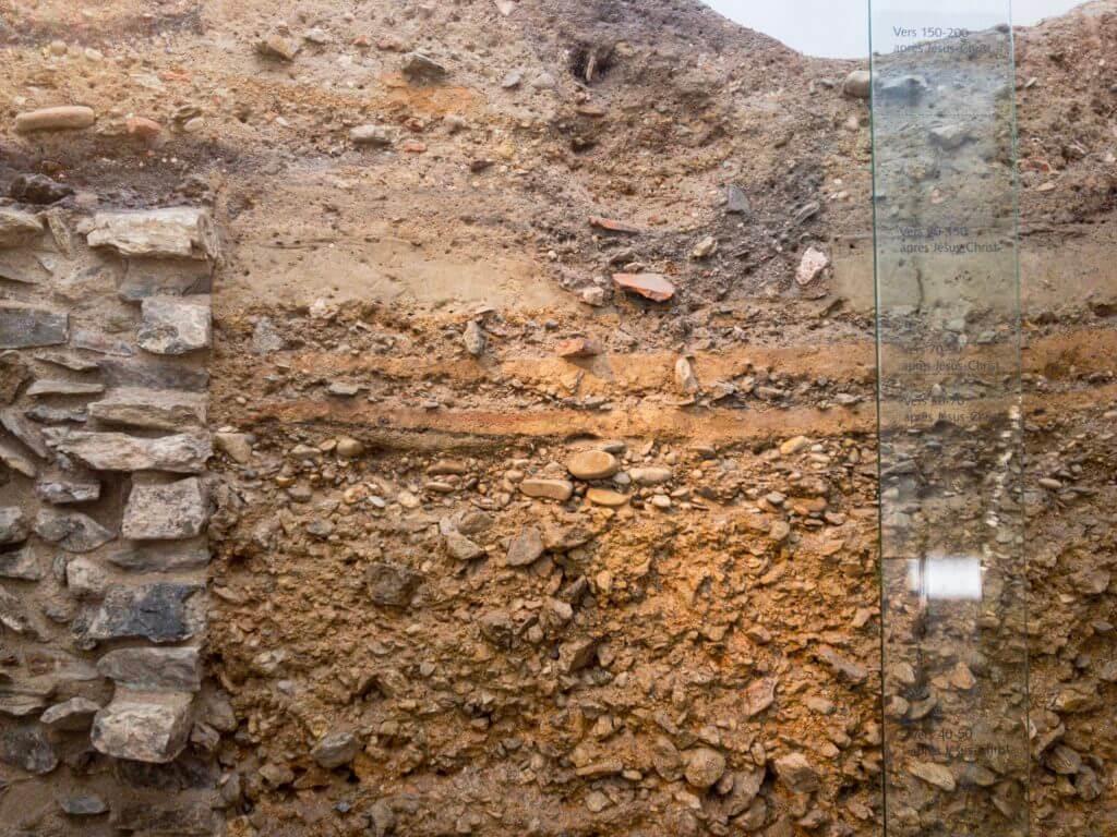ガロ・ローマ博物館の地層