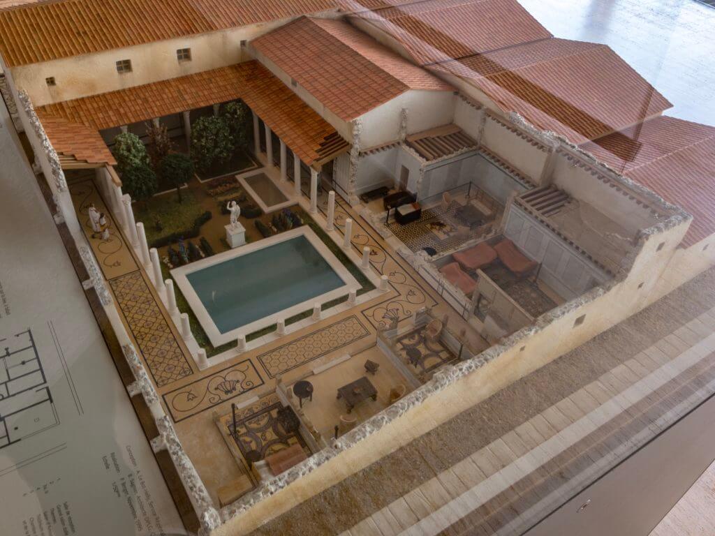 ガロ・ローマ博物館のお家