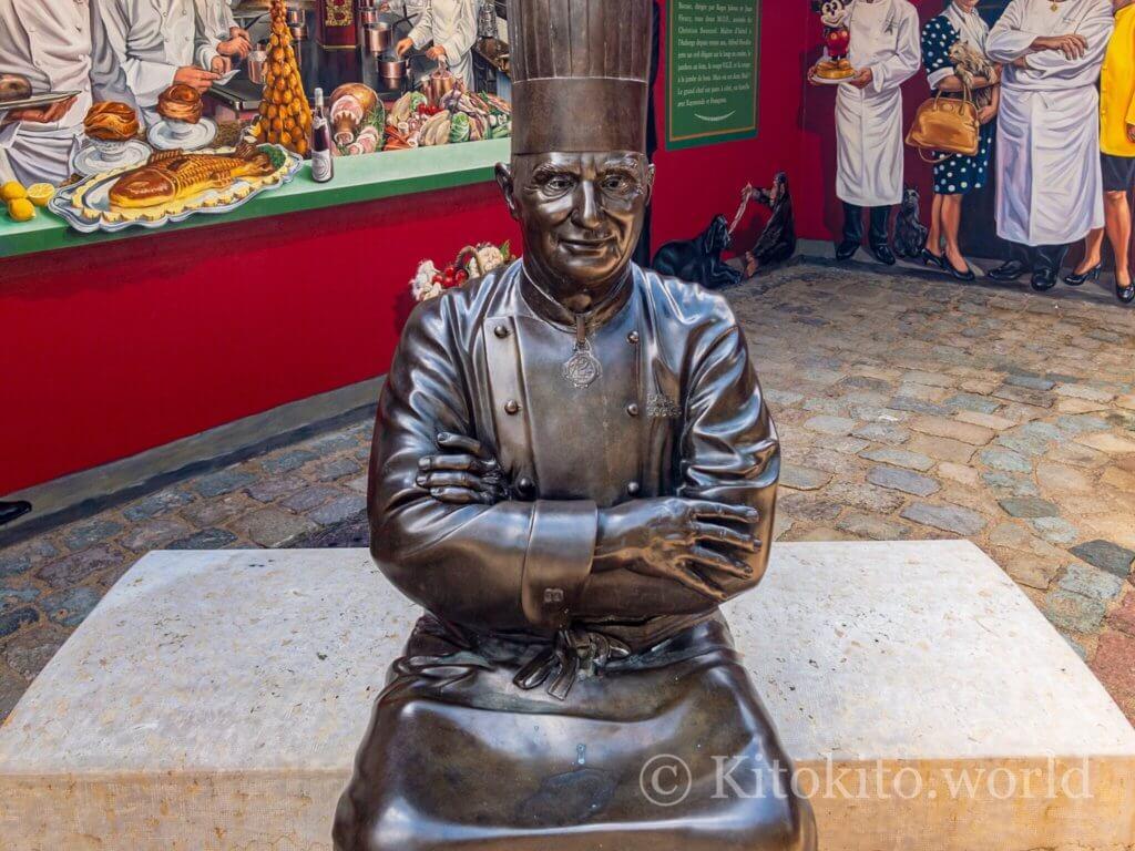 ポールボキューズの銅像